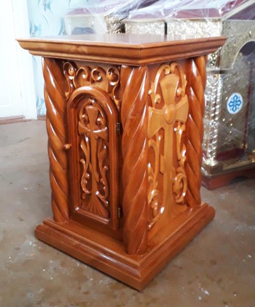 Церковный жертвенник из дерева с резьбой 52 на 60см