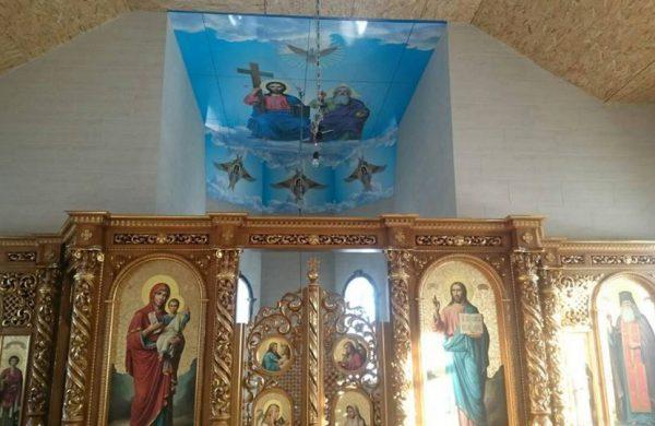 Большые иконы из ПВХ на потолках храмов