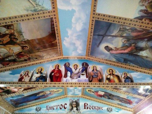 Украшение потолка Храма иконами из пластика пвх