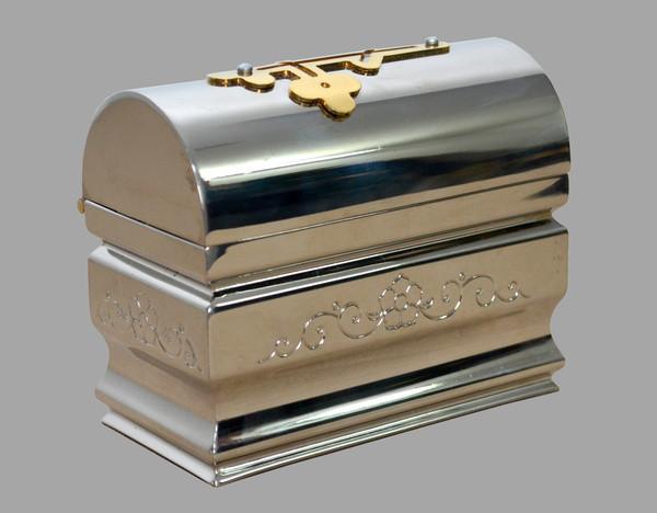 Крестильный ящик из никеля с чеканкой
