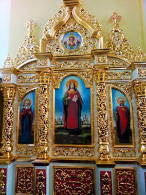 Большой иконостас Триптих с золочением в храме