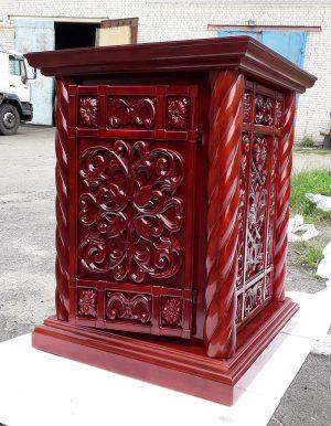 Небольшой храмовый жертвенник с резьбой 80х80см