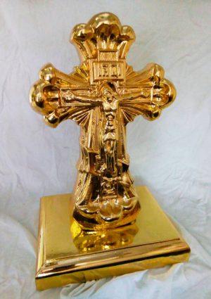 Крест настольный из скульптурного гипса с золочением