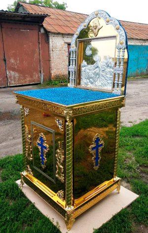 Церковный жертвенник с аркой и иконой в ней (весь из нитрид титана)
