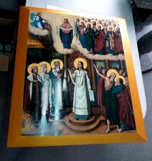 Икона на камне Покрова Пресвятой Богородицы