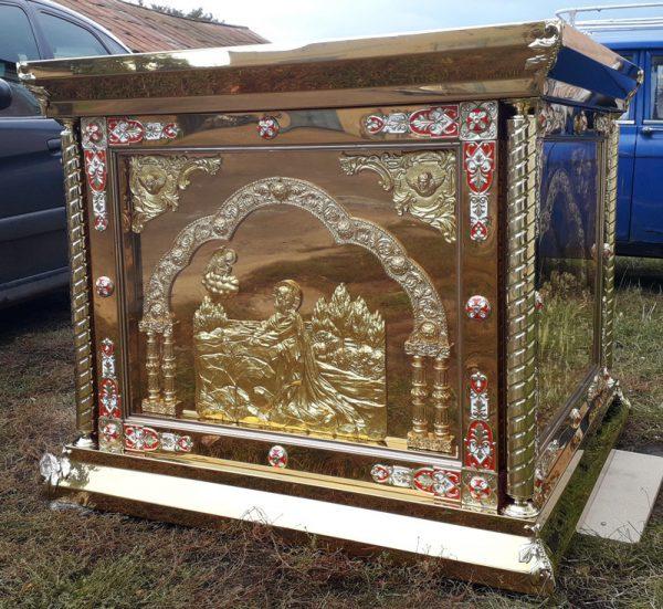 Риза на престол с литыми иконами и декором за стеклом 130 на 130см