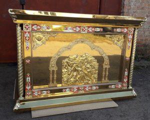 Риза на престол с литьем икон (золочение) иконы за стеклом 150 на 150см