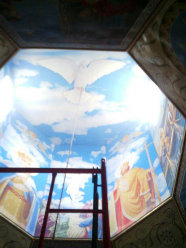 Монтажные работы натяжного потолка в Храме