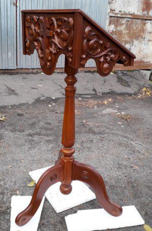 Аналой алтарный с резьбой из дерева