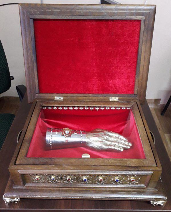 Ковчег с рукой-мощевиком (кейс-дерево)