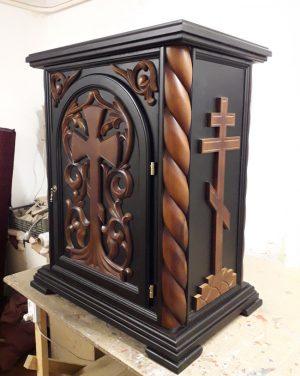 Деревянный жертвенник для храма под лак с резьбой