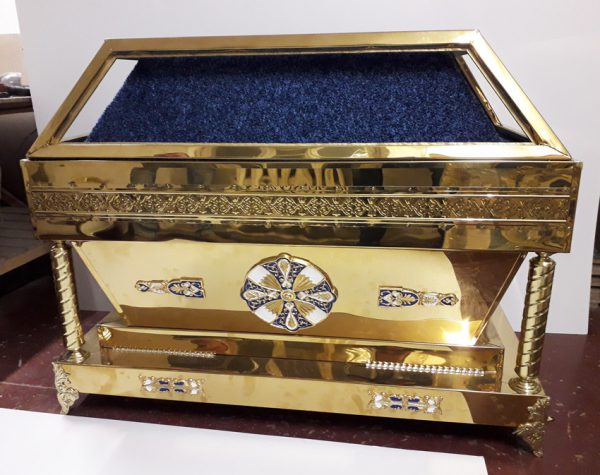 Гробница под плащаницу с чеканкой по нитрид титану