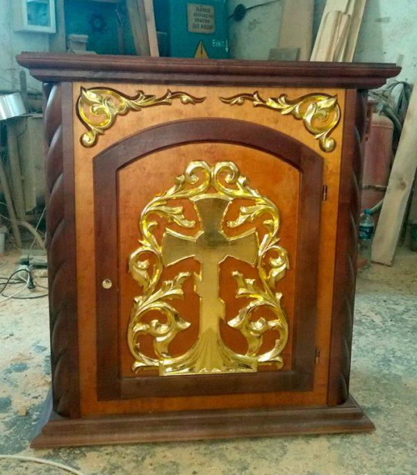 Жертвенник из дерева для храмов