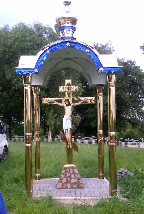 Часовня с крестом-распятием из нитрид титана