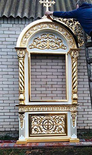 Белый храмовый киот с резьбой и золочением 2.7м