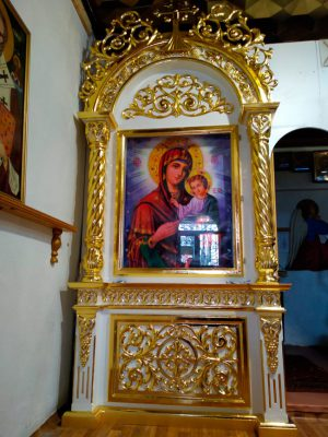 Напольный церковный киот установлен в одном из храмов Никополя