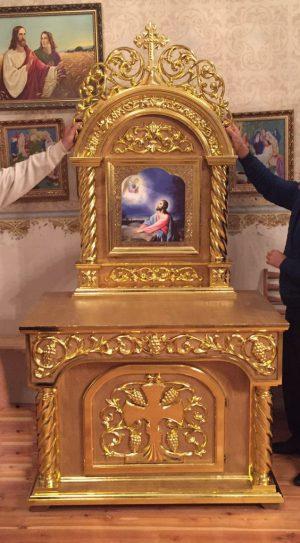 Жертвенник лаковый с позолотой и выносной иконой на заказ