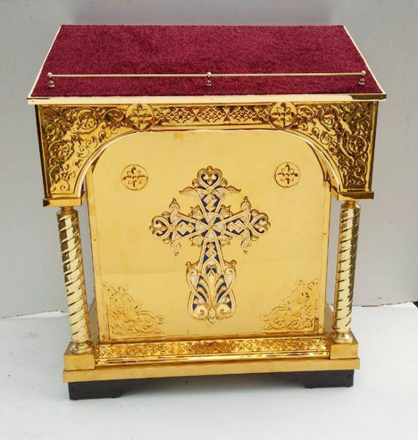 Центральный аналой тетрапод с чеканкой и крестом 90х62 см