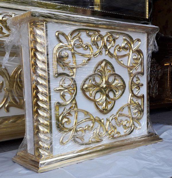 Подставка под выносную церковную икону с позолотой резьбы