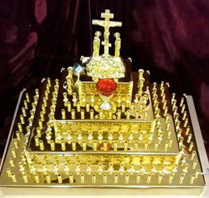 Панахидный столик в форме пирамиды с Голгофой