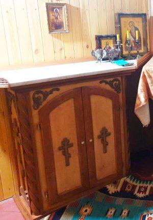 Жертвенник из дерева с резьбой на две двери 100х45см