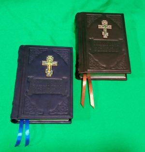 Евангелие в кожаном переплете с крестом (размер 15*20см)