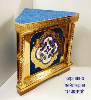 Угловой православный жертвенник с чеканкой на метале и бархатом