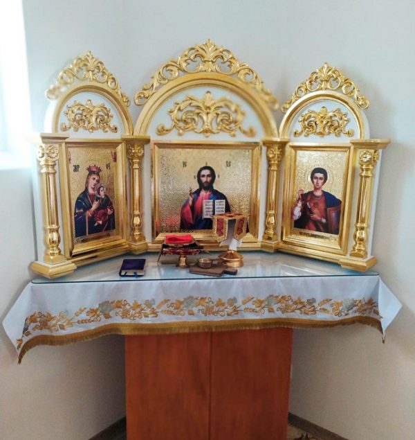 Киот-триптих с золочением под церковные иконы