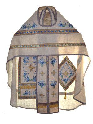 Пошив летних церковных облачений для священников из льна