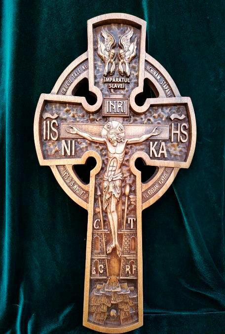Крест с кругом резной из бука 50х30см