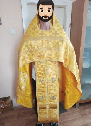 Облачение священника желтое