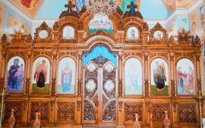Иконостас храмовый с резьбой из дуба