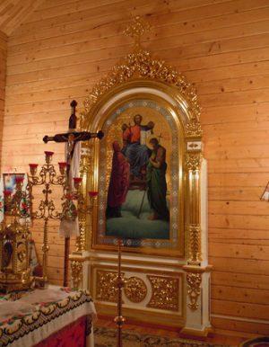 Резной напольный киот храмовый под икону с золочением резьбы