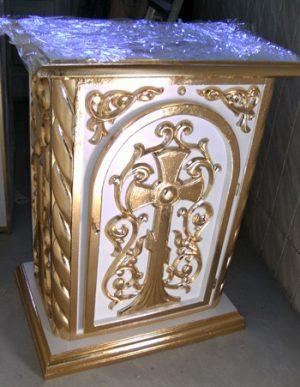 Малый церковный жертвенник для храма с золочением и резьбой
