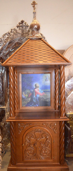 Церковный жертвенник с сенью