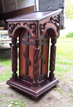 Боковой аналой для храма из дерева под темный лак