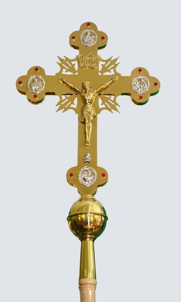 Выносной крест церковный с лучами и камнями на нем