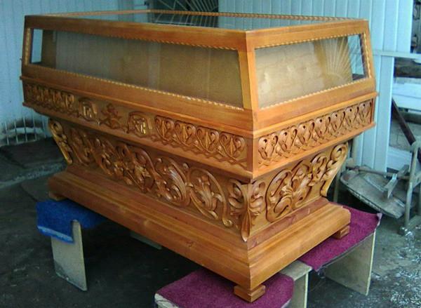 Гробница церковная большая с резьбой дерева на заказ