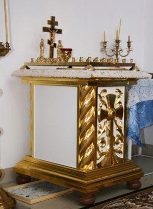 Небольшой стол для панихиды с резьбой и золочением
