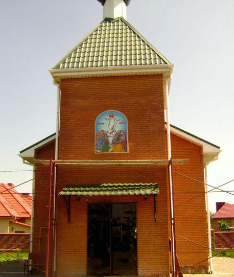 Икона Воскресение Господне на фасаде из мозаики