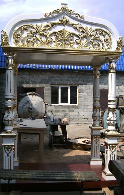 Сень резная с золочением на гробницу в храм (под заказ)