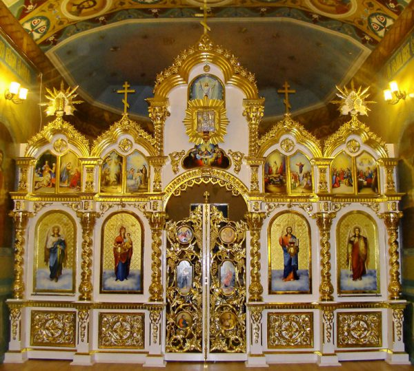 Иконы на сусальном золоте с чеканкой в Иконостасе