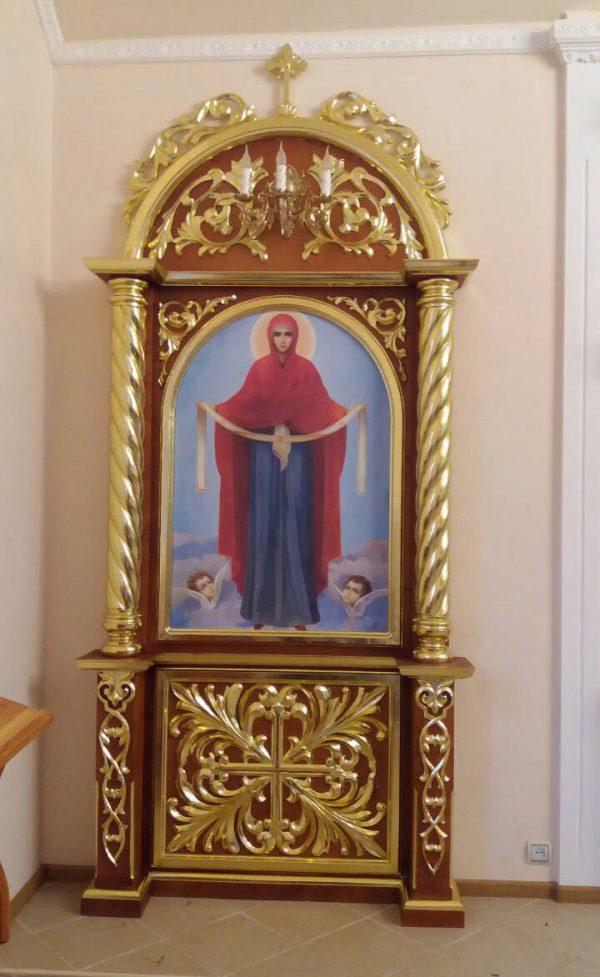Напольный киот для церкви с позолотой